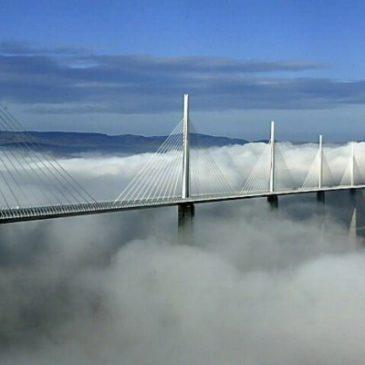 Un record du monde pour le viaduc de Millau. 2005