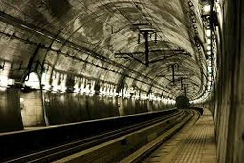 Le tunnel de Seikan. Japon.  Le plus  profond du monde.1988