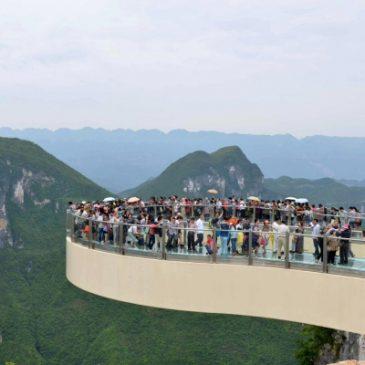 La plus longue passerelle de verre du monde. Chine